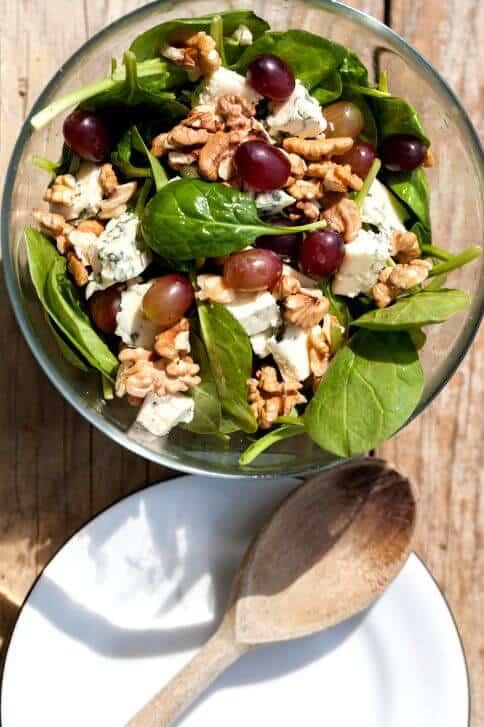 mediterranean-salad-spinach-walnuts-1